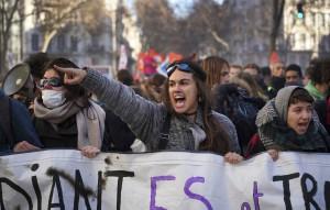 Профсоюзы мобилизовали сотни тысяч французов на марши против пенсионной реформы