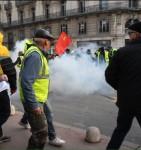 Тяжелая военная техника вышла на улицы Франции из-за протестов «желтых жилетов»