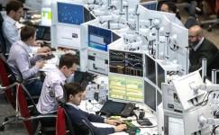 Перспектива «четырехдневки» Медведева: Работать по 60 часов в неделю без сверхурочных