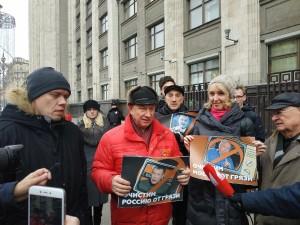 «Очищение от грязи начинаем с Москвы». Коммунисты провели акцию протеста против лживых журналистов